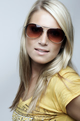 Beauty portrait of a blond woman with sunglasses