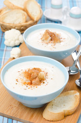 cold cauliflower soup with cottage cheese