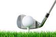 golfball mit schläger am abschlag