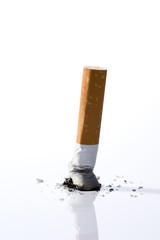 白背景に煙草の吸い殻