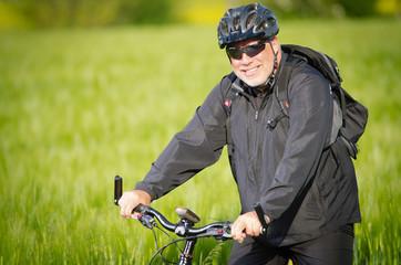 mountainbiker lacht