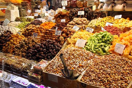 trockenfrüchte und nüsse auf dem basar