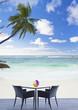 terrasse sur plage paradisiaque des Seychelles