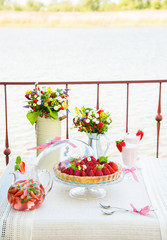summer table strawberry