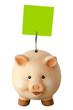 Freundliches lachendes Sparschwein und leeres Notizzettel