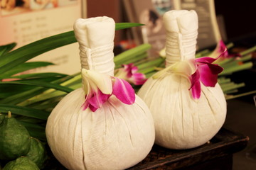 Luk Pra Kob is a traditional herbal massage