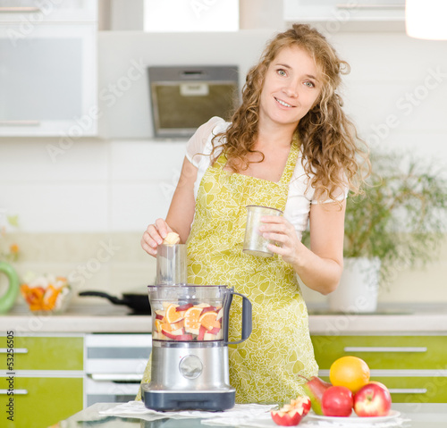 Pregnancy and nutrition - pregnant woman with fruit