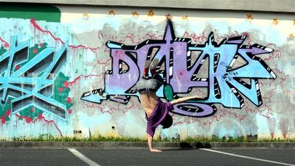 Breakdance in the street