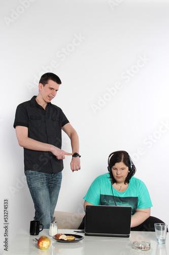 Paar streitet sich wegen Internetsucht