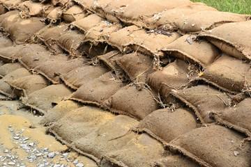 Sandsäcke nach der Flut