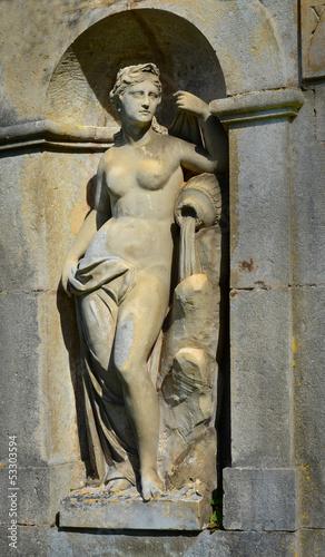 Statue einer Göttin im Schlosspark