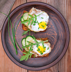 toast with fried egg, cucumber and arugula