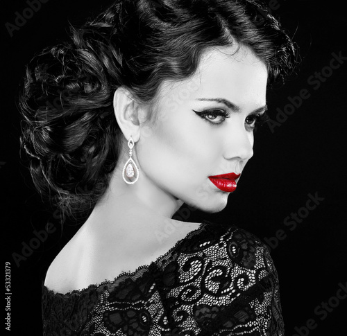 Retro woman. Fashion model girl portrait. Black and white photo.