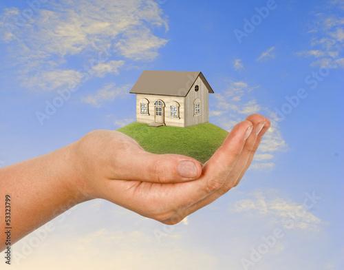 hand wth house