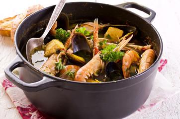 Suppe mit Meeresfrüchten