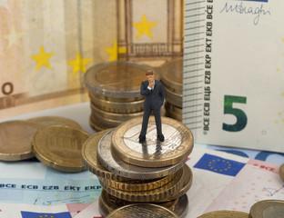 Geschäftsmann auf Euros