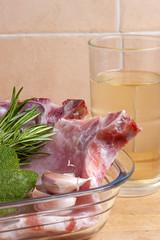 Braciola di maiale con salvia rosmarino aglio e vino bianco