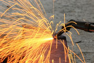 Steel plate cutting by gas machine