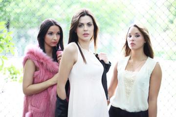 drei hübsche Mädchen
