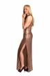 Hübsche Frau im langen Kleid