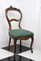 Stilvoller restaurierter alter Stuhl