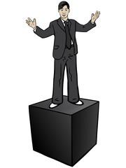 Junger Mann Nigel steht erhöht auf schwarzer Box