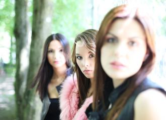 drei hübsche Frauen