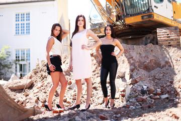 Models auf der Baustelle