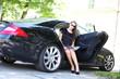 hübsches Model im Auto