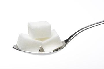 Terroncillos de azúcar en una cuchara