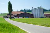 moderner Landwirtschaftsbetrieb - 53389526