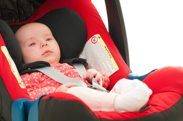 baby im kindersitz 3