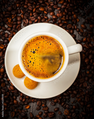 Foto op Canvas Cafe Espresso cup in coffee beans