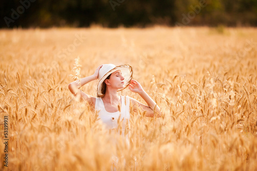 Portrait of beautifull woman in a field