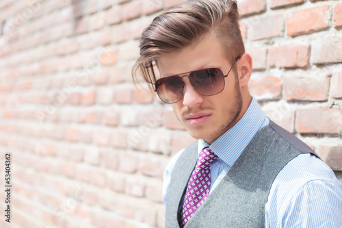 casual man with sunglasses outdoor closeup