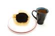 Alter Kaffeefilter und gemahlener Kaffee