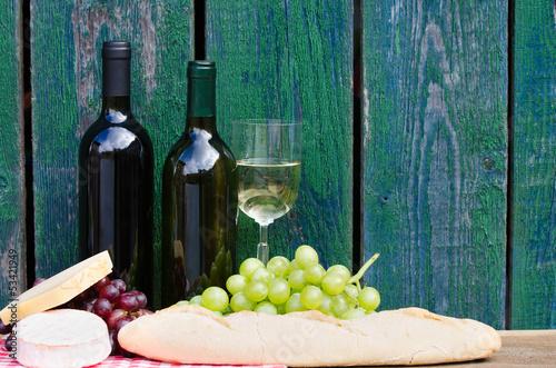 picknick mit rot und weißwein