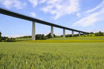 Die große Brücke im Ruhrtal