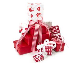 Viele Geschenke für Weihnachten in Rot und freigestellt