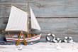 Segelboot aus Holz als maritimer Hintergrund