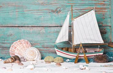Segelschiff aus Holz als sommerlicher Hintergrund