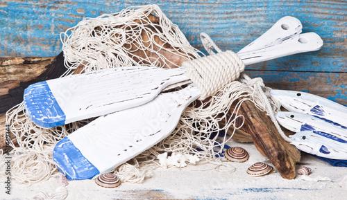 Dekoration im navi style in blau mit paddeln maritim stockfotos und lizenzfreie bilder auf - Dekoration maritim ...