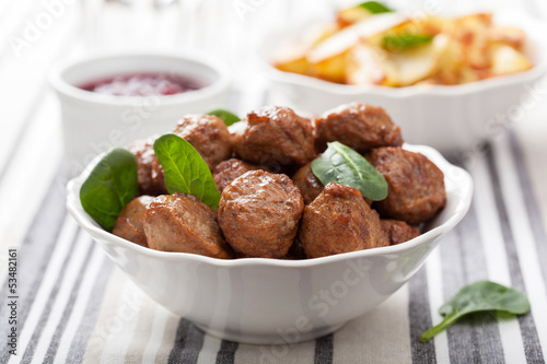 meatballs with potatoes and lingon jam