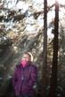 Kleine Dame im Winterwald