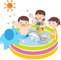 夏 プールで遊ぶ子ども ビニールプール