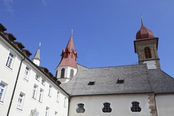 Le tipiche finestre del Santuario di Pietralba