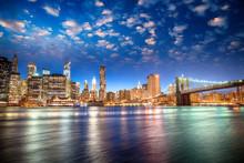 Fototapete - Spectacular sunset view of lower Manhattan skyline from Brooklyn