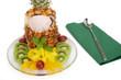 Ananas mit Eis und Fruchtsalat