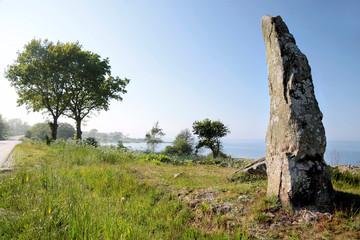 Großer Monolith an der Küste auf Bornholm