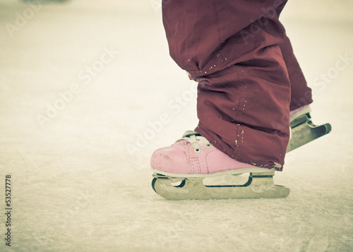 Child feet on skates